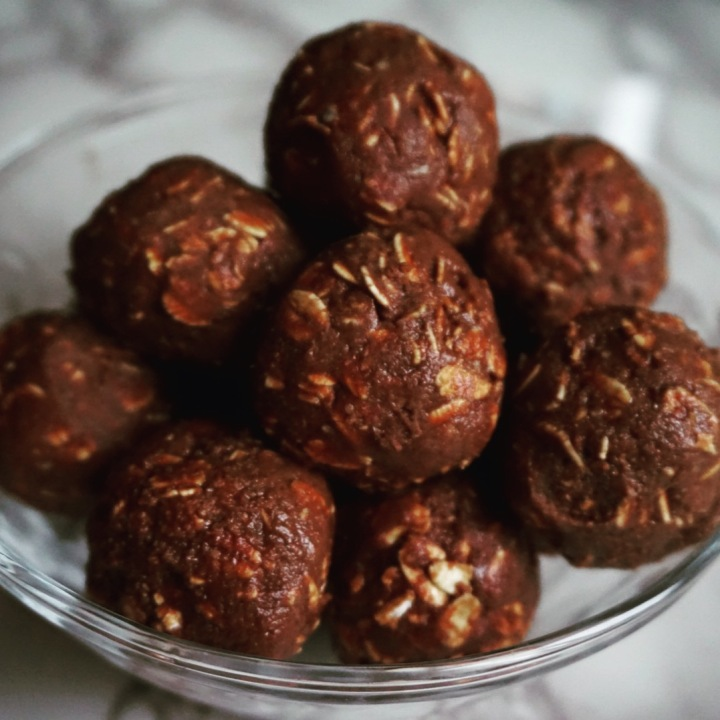 Cacao Cashew Protein Bites