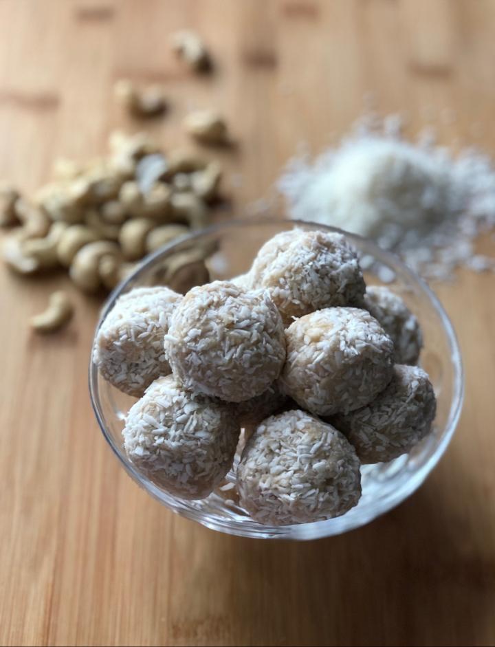Cashew Coconut EnergyBalls